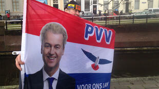 Une affiche de campagne de Geert Wilders, le candidat peroxydé qui prône l'interdiction du Coran et l'expulsion des réfugiés.