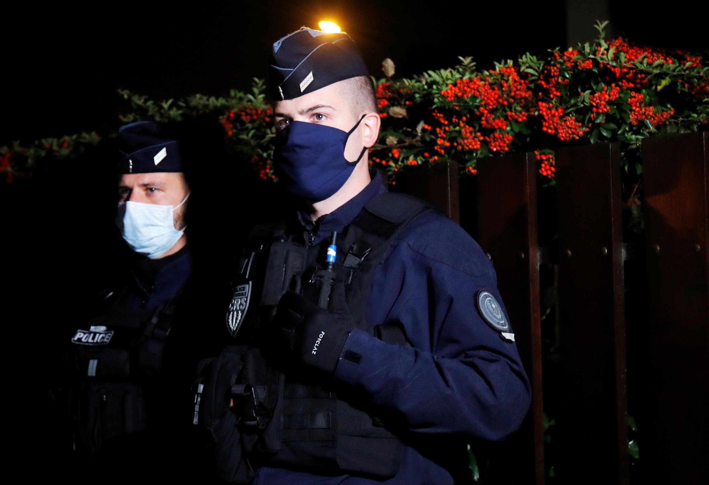Полиция в пригороде Парижа Конфлан-Сент-Онорин, где был убит учитель истории и географии Самюэль Пати
