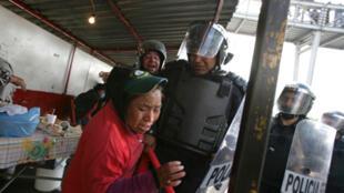 Les heurts entre la police et les manifestants ont fait quelques blessés et une dizaine d'arrestations.
