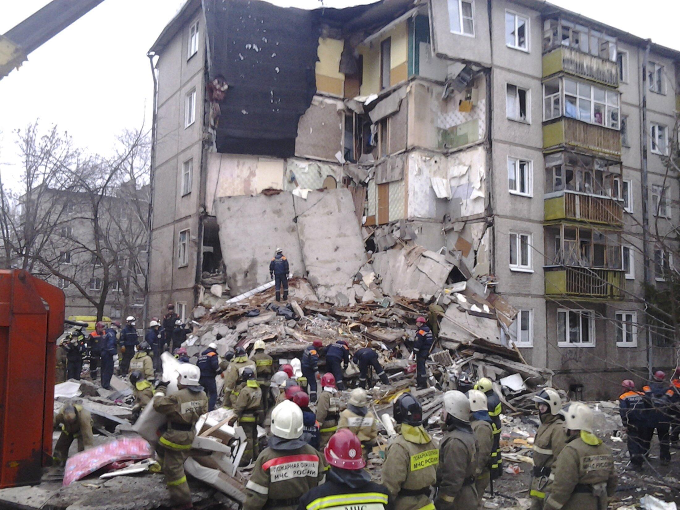 Обрушившийся в результате взрыва газа подъезд пятиэтажного жилого дома в Ярославле, 16 февраля 2016 г.