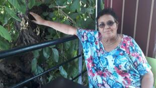 Aicha Ech Chenna sur la terrasse du restaurant de son association Solidarité féminine, où des mères célibataires sont accueillies avec leurs enfants pour travailler.