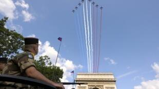 Desfile militar marcou as comemorações da festa nacional francesa.