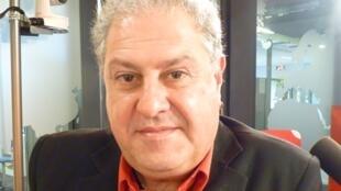 El cantante argentino Marcelo Boccanera en los estudios de RFI en París