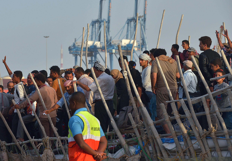 Des réfugiés ayant fui les combats au Yémen arrivent à Djibouti après avoir traversé le golfe d'Aden, le 14 avril 2015.