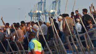 Refugiados iemenitas à chegada a Djibouti.