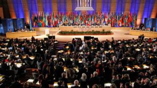 Applaudissements des ambassadeurs des Etats membres après le vote sur l'admission de la Palestine comme membre à part entière de à l'Unesco, le 31 octobre 2011.