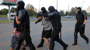 2020-08-10T164225Z_1938996828_RC24BI9O52CL_RTRMADP_3_BELARUS-ELECTION-PROTESTS