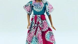Une poupée fait-main fabriquée en Afrique, référencée sur le site Setalmaa.com.