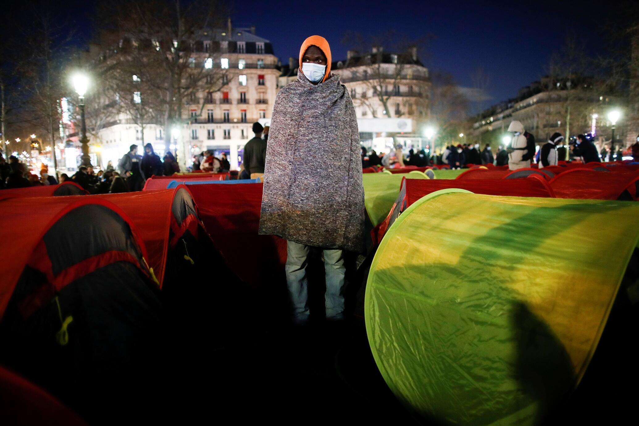 Migrant Place de la République Paris