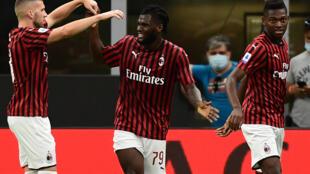 Franck Kessié (centre), déjà buteur pour l'AC Milan face à la Juve le 7 juillet 2020 à San Siro, a encore signé l'égalisation pour son équipe  sur le terrain de Naples
