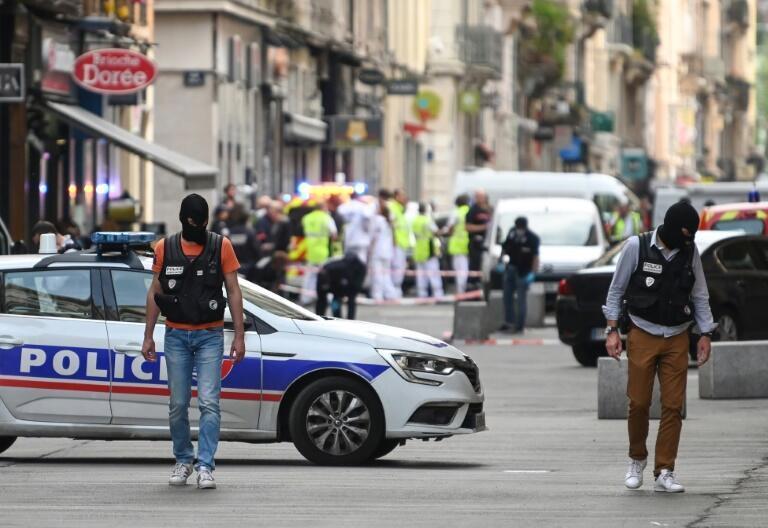 Las baterías encontradas en la zona de la explosión así como otras piezas de la bomba artesanal permitieron dar con la identidad del atacante.