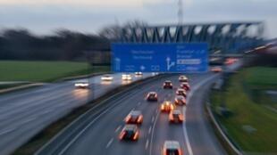 Sur les routes reliant Paris à la Côte d'Azur, des opticiens vont suivre le «Tour de France Auto» pour la sécurité routière.