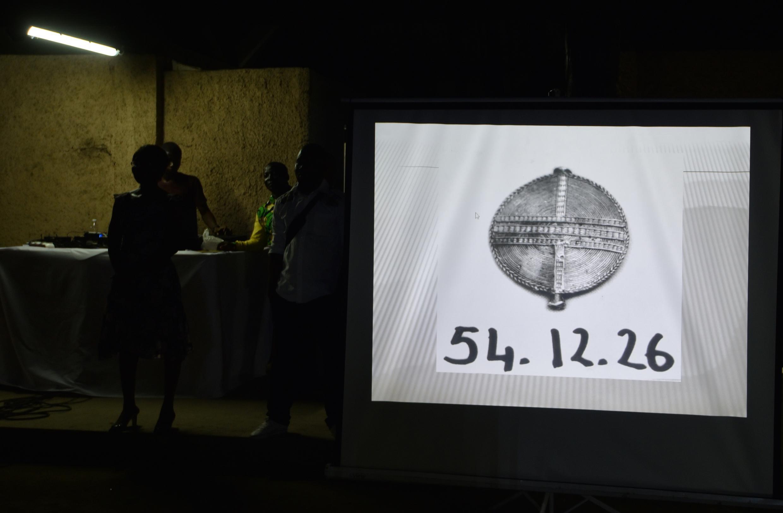 Image d'une des œuvres volées au musée des civilisations de Côte d'Ivoire lors de la présentation du projet pour la « protection et la conservation » des œuvres culturelles, intitulé « La Collection fantôme ».