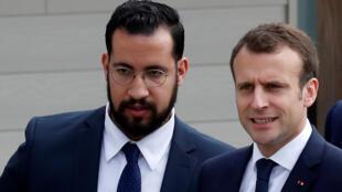 Le président Emmanuel Macron et son responsable de la sécurité Alexandre Benalla à Berd'hui, le 12 avril 2018.