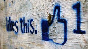 Nacido en 2004 en Estados Unidos,  Facebook cuenta con más de 2 mil millones de miembros y está traducido en 70 idiomas.