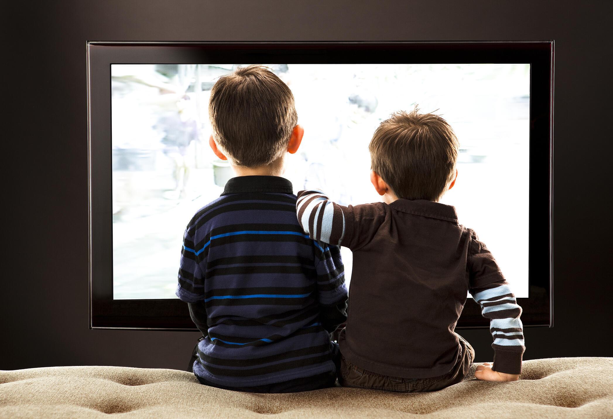 Les enfants exposés aux écrans le matin avant d'aller à l'école ont trois fois plus de risque d'être exposés aux troubles du langage. (photo d'illustration).