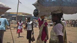 Des civils sur un marché de Bentiu, le 22 mars 2014.