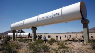 Des tubes du système Hyperloop lors d'un test en plein air à Las Vegas, en 2016.