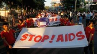 Manifestação de estudantes contra a Aids, na Tailândia, em 2011.