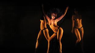 El espectáculo 'Forever Crazy' del Crazy Horse es un homenaje a Alain Bernardin, quien fundó el cabaret en 1951.