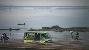Sur un pont de Bamako, le 12 janvier 2013.