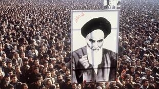 Protesters carry a portrait of Ayotollah Khomeini during a protest against the Shah in January 1979