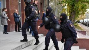 Полиция пришла с обыском в штаб Фонда борьбы с коррупцией Алексея Навального в Москве. 15 октября 2019 г.