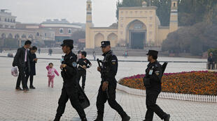 xinjiang-chine-kashgar-police