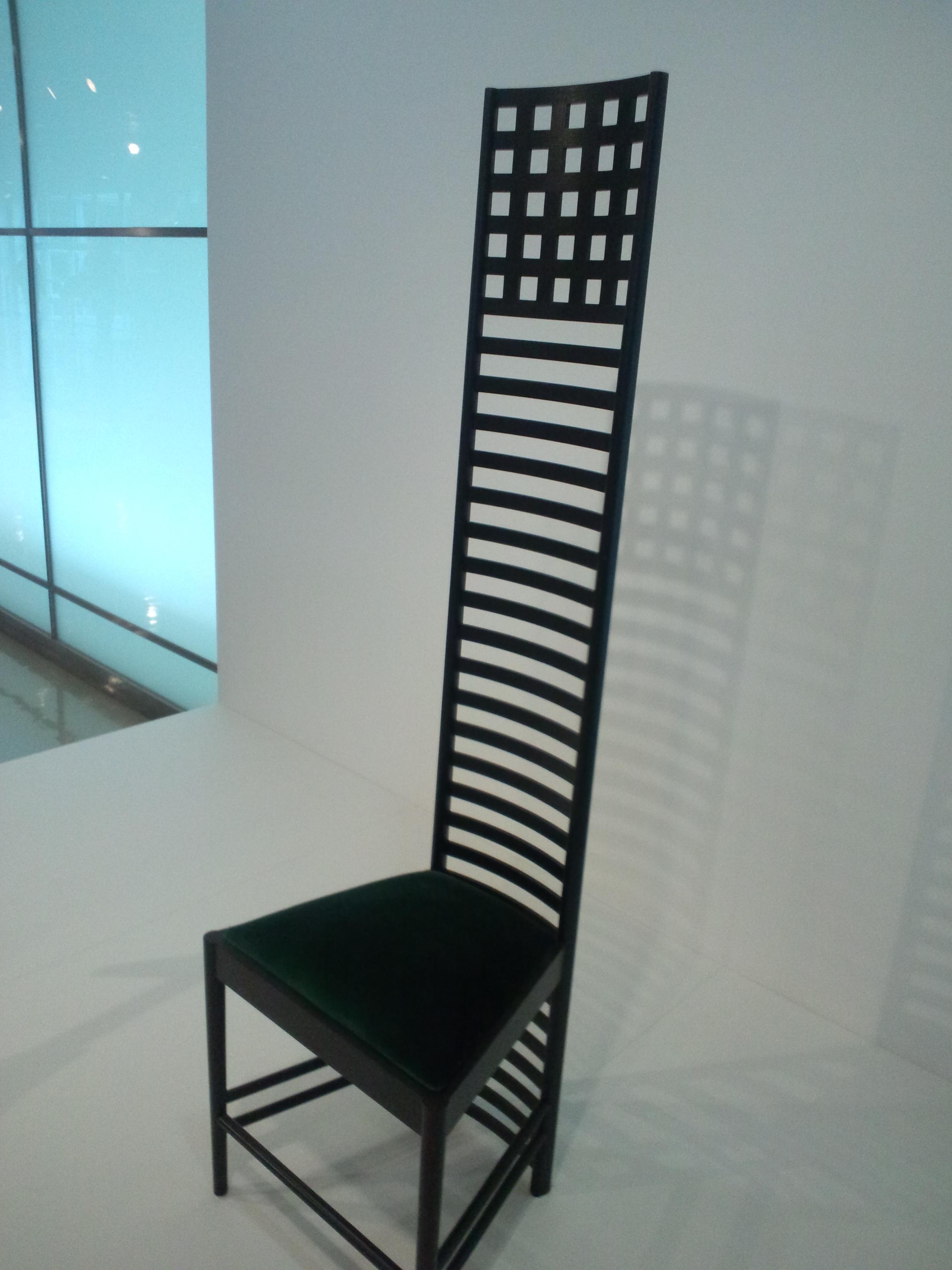 Cadeira de Mackintosh no Museu Nacional de Etnologia de Osaka, Japão.