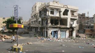 Destruição em Taez, cidade no sudoeste do Iêmen