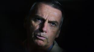 Jair Bolsonaro é acusado de estar por trás de esquema de disparo em massa no WhatsApp contra o PT