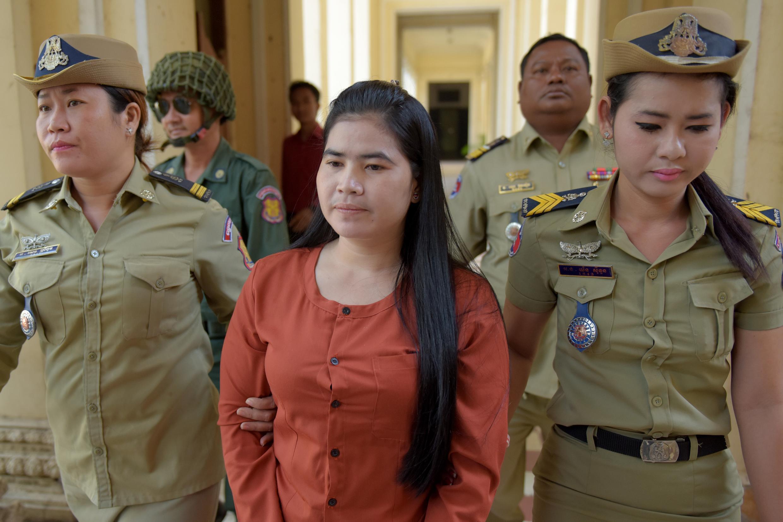 Nhà hoạt động Cam Bốt Tep Vanny (G), trong phiên tòa tại Phnom Penh. Ảnh ngày 15/02/2017.