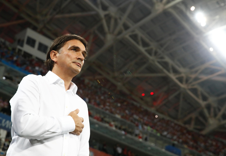 Zlatko Dalic écoute l'hymne croate avant la rencontre face à la Russie, le 7 juillet à Sotchi.