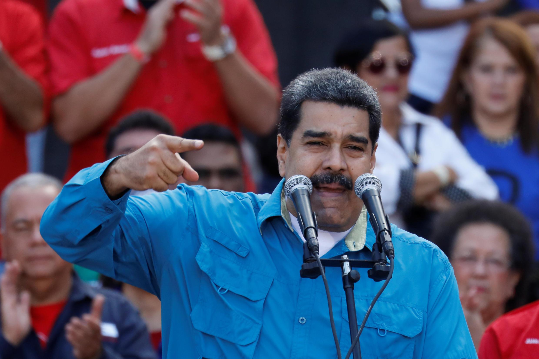 نیکلاس مادورو، رییسجمهوری ونزوئلا، روز سهشنبه ۲۳ ژانویه، در جمع هواداران خود در کاراکاس