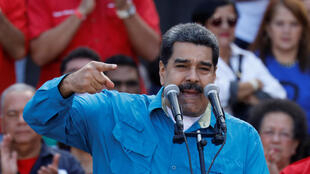 «Le Pérou ferme les portes à Nicolas Maduro», titre le journal La Republica.