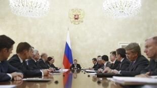 17 декабря Дмитрий Медведев собрал правительство на срочное заседание, посвященное мерам по поддержке курса рубля.