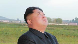 朝鲜领导人金正恩观看导弹发射