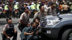 Après les explosions, une fusillade s'est engagée entre les assaillants et les forces de l'ordre.