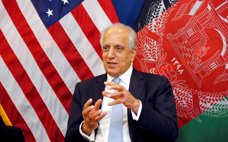 Đặc sứ Mỹ về hòa bình Afghanistan Zalmay Khalilzad phát biểu với báo chí Afghanistan tại Kabul, ngày 28/01/2019.