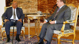 Bashir with former Egyptian president Mubarak in Cairo, March 2009