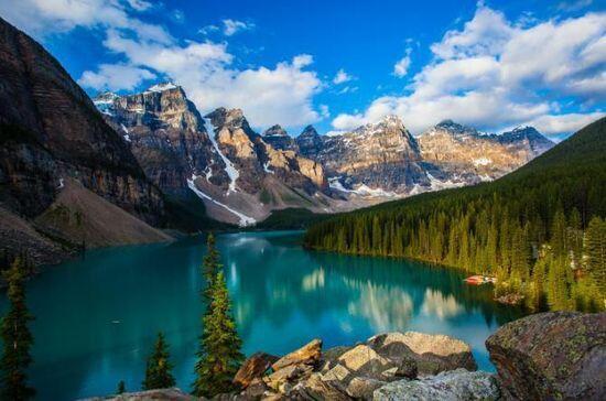 加拿大洛基山脈景色宜人空氣新鮮
