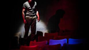 Axel Granberger joue «Roberto Zucco» au Théâtre de l'Epée de Bois à Paris.