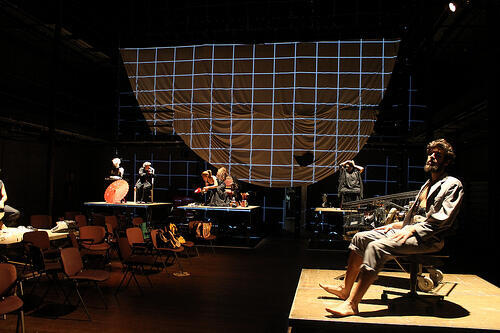 """Cena da peça """"Espelho para Cegos"""", do diretor baiano Márcio Meirelles."""