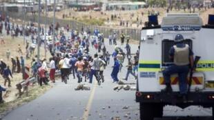 Manifestation d'ouvriers agricoles en grève à Doorns, une ville au nord du Cap, en Afrique du Sud (photo prise le 10 janvier 2013). Le conflit a mis en lumière la situation misérable des ouvriers agricoles de la région.