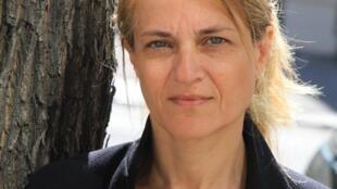Photographie portrait de l'écrivaine Nathalie Azoulai.