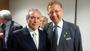 Deputado João Campos (PRB-GO), à direita, é o relator de pedido para anular decreto de Dilma Rousseff.