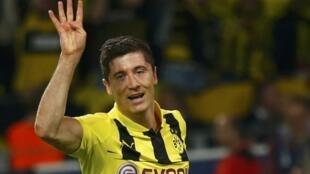 Robert Lewandowski, Dan wasan Borussia Dortmund, wanda ya jefa kwallaye 4 a ragar Real Madrid a gasar zakarun Turai