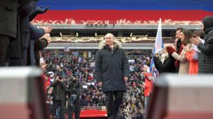 Vladimir Poutine, le 3 mars au stade Loujniki  de Moscou avec ses milliers de partisans.