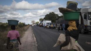 A estrada principal N1 em Moçambique