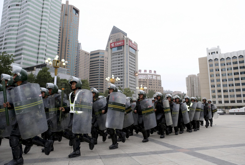 Lực lượng an ninh Trung Quốc ở Tân Cương, 29/06/2013.